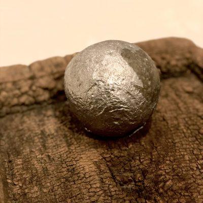 古材と鉄の塊 イメージ